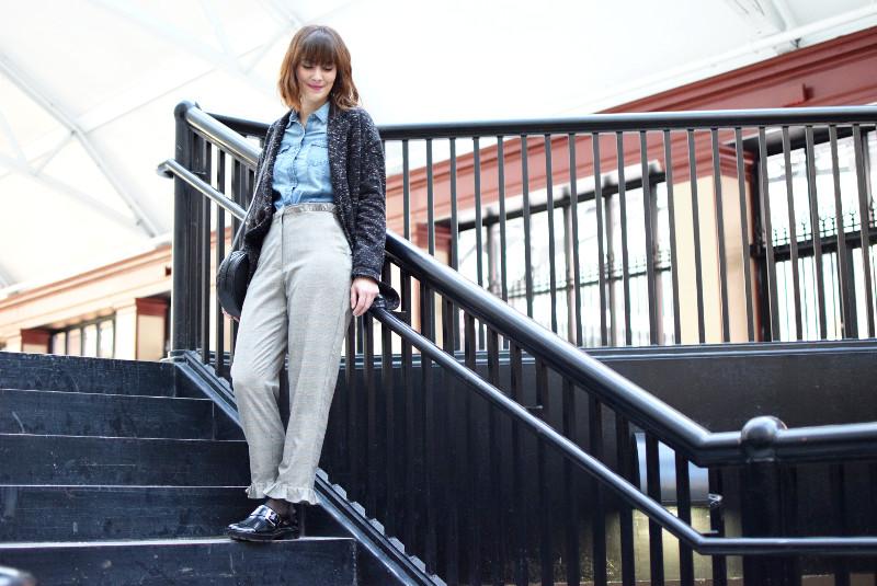 ruedelindustrie_pantalon gris_chemise_jean_ensemble2